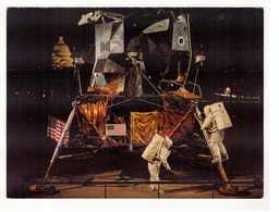National Air Ans Space Museum.  Washington.  The Apollo Lunar Module, Located In The East Gallery. - Astronomie