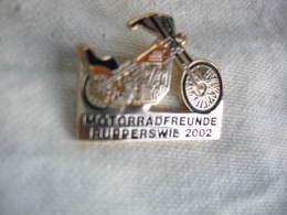 Pin's Des Amis De La Moto, Club De Rupperswil En Suisse (motorradfreunde Rupperswil) Année 2002 - Motos