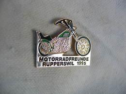 Pin's Des Amis De La Moto, Club De Rupperswil En Suisse (motorradfreunde Rupperswil) Année 1995. Tirage 300 Ex - Motos