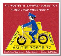 SUPER PIN'S POSTE: AMITIES POSTE 77,Facteur à VELO Entre SAVIGNY Et NANDY, émail Base Argent Vernis, Badges Impact 2,8X2 - Postes