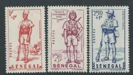 Sénégal  N° 170 / 72 X  Défense De L'Empire  Les 3 Valeurs   Trace De Charnière, SinonTB - Senegal (1887-1944)