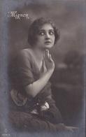 """BELGIQUE. ST HUBERT(A DESTINATION  DE ) 4 CARTES FANTAISIES.JEUNE FEMME ARTISTE DE THÉÂTRE """" MIGNON"""" . ANNEE 1919 +TEXTE - Femmes"""