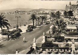 D06  CANNES   La Promenade De La Croisette Et Le Suquet  (vieilles Voitures ) - Cannes