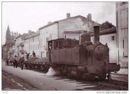 Unique 81 Carte Photo CASTRES - Vision Insolite D'un Train Dans Une Rue - Castres