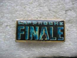 """Pin's Du Film """"L'Approche Finale"""" (1991), Avec Eric Steven Stahl. Synopsis : Jason J. Halsey, Pilote D'essai Sur Avion - Cinéma"""