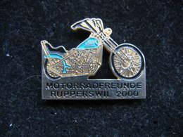 Pin's Des Amis De La Moto, Club De Rupperswil En Suisse (motorradfreunde Rupperswil) Année 2000. - Motos