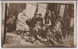 CARTE PHOTO : DEVANTURE D'UN CAFE - MAISON LIYET ? - TELEPHONE 51 - LA PATRONNE ET DES HABITUES - ECOLIERS - 2 SCANS - - Ansichtskarten