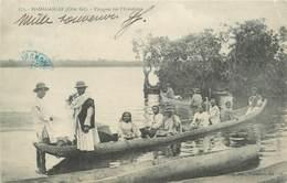 "CPA MADAGASCAR ""Pirogues Sur L'Ivondrona"" - Madagascar"