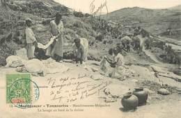 "CPA MADAGASCAR ""Tananarive, Blanchisseuses Malgaches, Lavage Au Bord De La Rivière"" - Madagascar"