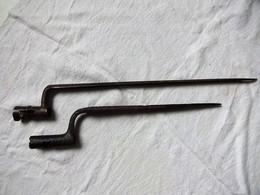LOT DE 2 BAÏONNETTES A IDENTIFIER DONT UNE DE FOUILLE - Knives/Swords