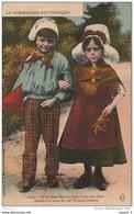 AL20 -   LA NORMANDIE  PITTORESQUE  -   COUPLE D ' ENFANTS EN COSTUME REGIONAL  AVEC  COIFFE    -   2 SCANS  . - Costumes
