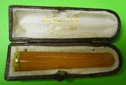 Ancien Fume-cigarettes Cigarette Holder Bague Or Controlé Garanti Et Ambre Pur Et Son étui Long 6cms Diam 1.1 Cms - Cigarette Holders