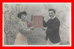 CPA COUPLES. Je Ne Pense Qu'à Toi, Couple Tenant Un Timbre (Marianne) ...J384 - Couples