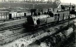 050819 - PHOTO TRANSPORT TRAIN CHEMIN DE FER - Loco Train - JUVISY Triage ? - Gares - Avec Trains