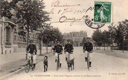 VALENCIENNES UNE RONDE D AGENTS CYCLISTES ET DE CHIENS POLICIERS - Valenciennes