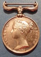 Militaria Décoration Militaire Médaille En Argent 35 Grammes 1854 Guerre De Crimée Reine Regina Victoria Wion Crimea - Militaria
