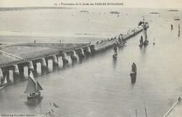CARTE POSTALE ORIGINALE ANCIENNE : LES SABLES D'OLONNE LE PANORAMA DE LA JETEE ANIMEE BATEAUX DE PECHE  VENDEE (85) - Sables D'Olonne
