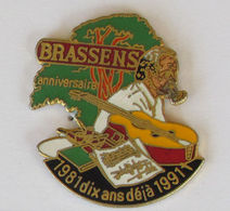 """1 Pin's Musique/Artiste/Chanteur """"BRASSENS 1981 - 1991 Dix Ans Déjà"""" Signé PINS'S EST - Musique"""