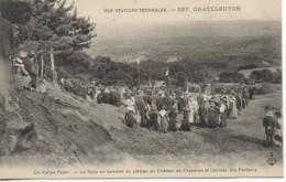 63  CHATELGUYON La Foule Au Sommet Du Plateau De Chazeron  Et L'Arrivée Des Fanfares - Châtel-Guyon