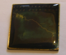 DIRE STRAITS LOVE OVER GOLD ALBUM POPLIGHT COLLECTION Limited Edition Limitee Numeroté Number #1738 Pin Pin's Pins - Musique