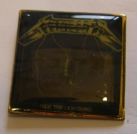 METALLICA RIDE THE LIGHTNING ALBUM POPLIGHT COLLECTION Limited Edition Limitee Numeroté Number #1518 Pin Pin's Pins - Musique