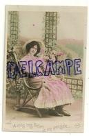 Photographie. Jeune Femme Assise Et Roses. A Vous Ces Fleurs Et Ma Pensée, ... CIRCE 1911. Glacée - Illustrateurs & Photographes