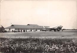 """RENNES   -  Saint-Jacques De La Landes  -  L'Aérogare  -  Un Avion De La """" Royal Canadian Air Force """"  -  Aviation - Rennes"""