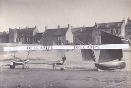 ARROMANCHES 1880/90 - Très Rare Photo Platinotype D' Hippolyte BLANCARD, La Grande Calle  ( Calvados ) - Places