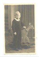 Photo Carte, Gaçon Et Cheval De Bois, Envoyée à Son Papa Prisonnier En Allemagne Stalag VIII A Guerre 40/45 - ANS (b253) - Guerre 1939-45
