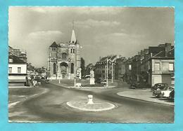 CPSM  Le Neubourg  (27)  Eglise Saint Paul  Rond Point,voitures,statue - Le Neubourg