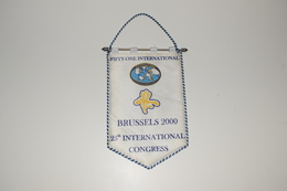 Fanion Fifty-One 51 International Brussels Bruxelles 2000 Tissus Imprimé - Organizations