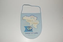 Fanion Fifty-One 51 International District 101 Ladies Belgique Sud Tissus Imprimé - Organizations