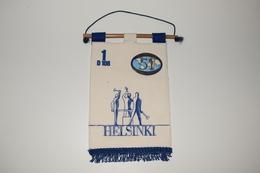 Fanion Fifty-One 51 International Helsinki D108 - 1 Tissus Imprimé De Plastic Finlande Finland - Organizations