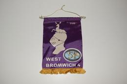 Fanion Fifty-One 51 International West Bromwich D103 - 4 Tissus Imprimé Royaume-Uni United Kingdom Cerf - Organizations