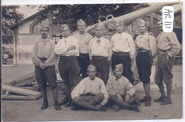 FONTAINEBLEAU- CARTE-PHOTO- MILITAIRES PRES D UN CANON EN 1916 - Fontainebleau