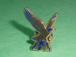 Pin's / Arthus Bertrand Paris : Oiseau TB2BB - Arthus Bertrand