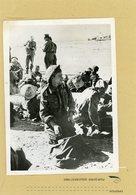 LA GUERRE 39/45  Les Troupes Anglaises Sont Toujours En Retraite Vers  TOBROUK , Les Prisonniers Anglais Harassés - Guerre, Militaire