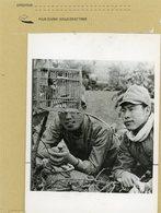 LA GUERRE 39/45  Les Mascottes Au Front , Les Soldats Japonnais Aiment à Etre Accompagnés De Petites Créatures - Guerre, Militaire
