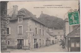 15  Saignes Rue De La Poste Et Ruines Du Chateau - Autres Communes
