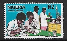 NIGERIA    -   Série Courante.   Education Technique  /  Microscope. Oblitéré . - Nigeria (1961-...)