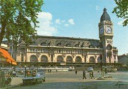 Paris. La Gare De Lyon. Automobile Peugeot 404. - Stations, Underground
