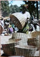 HAUTE VOLTA SUR UN MARCHE DU SUD OUEST ATTENTION APPORTEE AU CHOIX D'UN PANIER - Burkina Faso