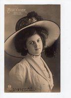 137 - MODE - Mode D'hiver 1909/10 - Femme élégante Coiffée D'un Beau Chapeau - Mode
