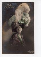 """138 - MODE - Mode """"Non Plus Ultra"""" - Femme élégante Coiffée D'un Chapeau Extravagant - Mode"""