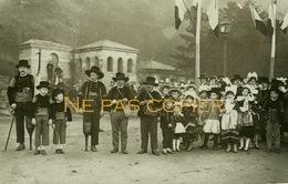 QUIMPER Bretons En Costumes 1930 Bretagne Finistère 29 - Lieux