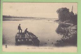 VICHY : Vue Sur L'Allier, Paysage,  ( Pêcheurs Sur Un Ponton ). 2 Scans. Edition Béguin - Vichy