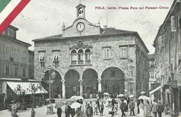 """M08444 """" POLA-ISTRIA-PIAZZA FORO COL PALAZZO CIVICO """"ANIMATA  -CARTOLINA ORIG. NON SPED. - Croazia"""