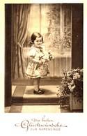 Die Besten Glückwünsche Zum Namenstage 1938 Mädchen Mit Blumenstrauss - Feiern & Feste