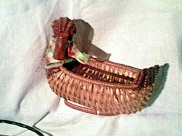 Petite Paniere  Figure Cygne -- Tres Bon Etat - Autres Collections