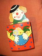 Petite Tirelire Clown En Bois , A Suspendre Ou A Poser , Manque Le Bouchon Dessous - Zonder Classificatie